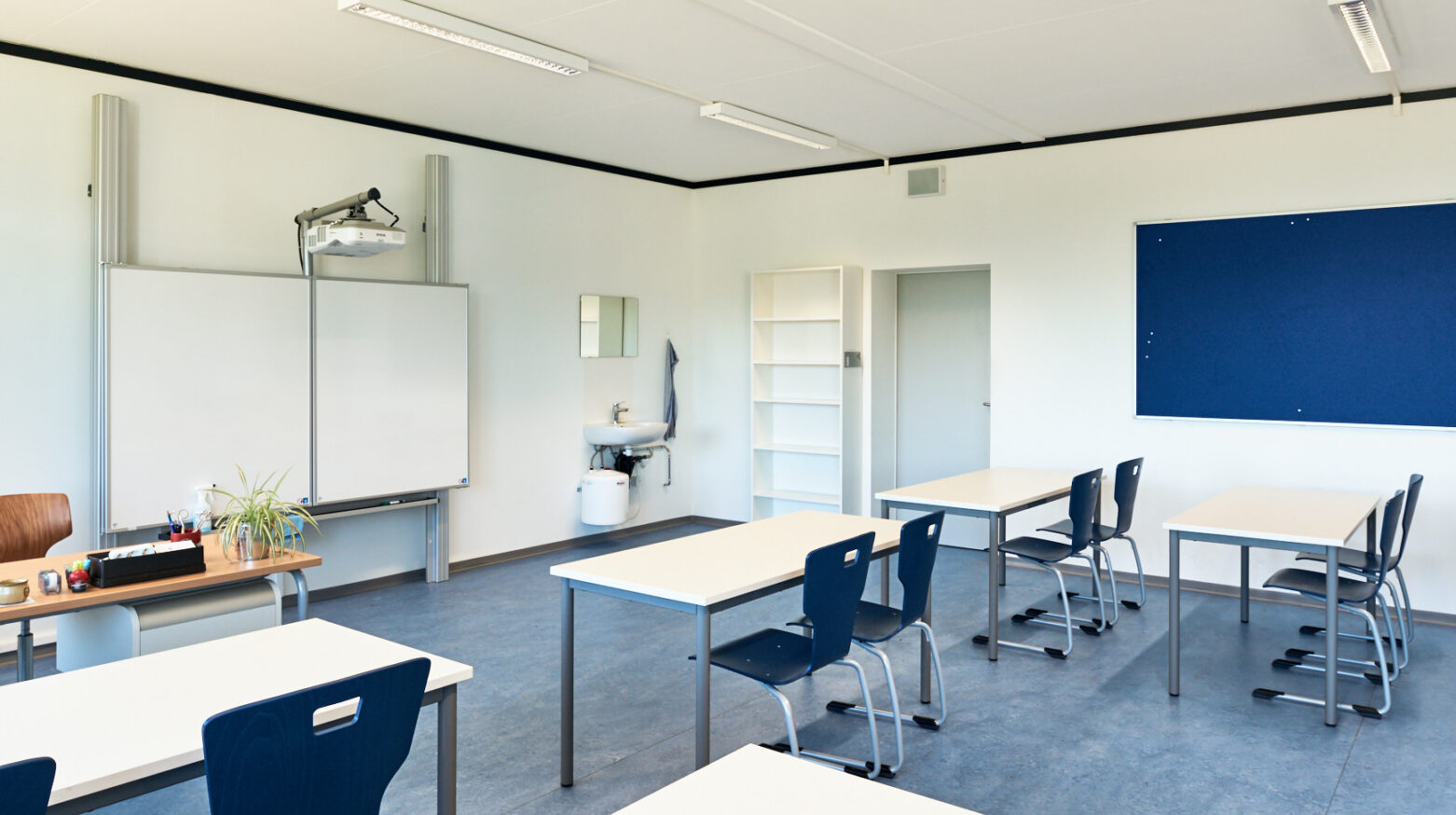 Schulgebäude Cernier 05