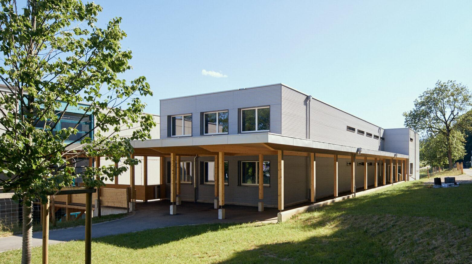 Schulgebäude Cernier 02